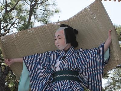 八幡宮で歌舞伎を奉納